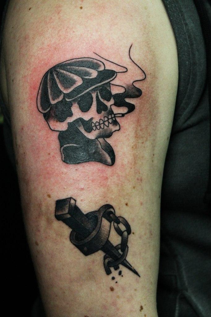 Художественная татуировка «Курящий череп». Мастер Нияз Фахриев.