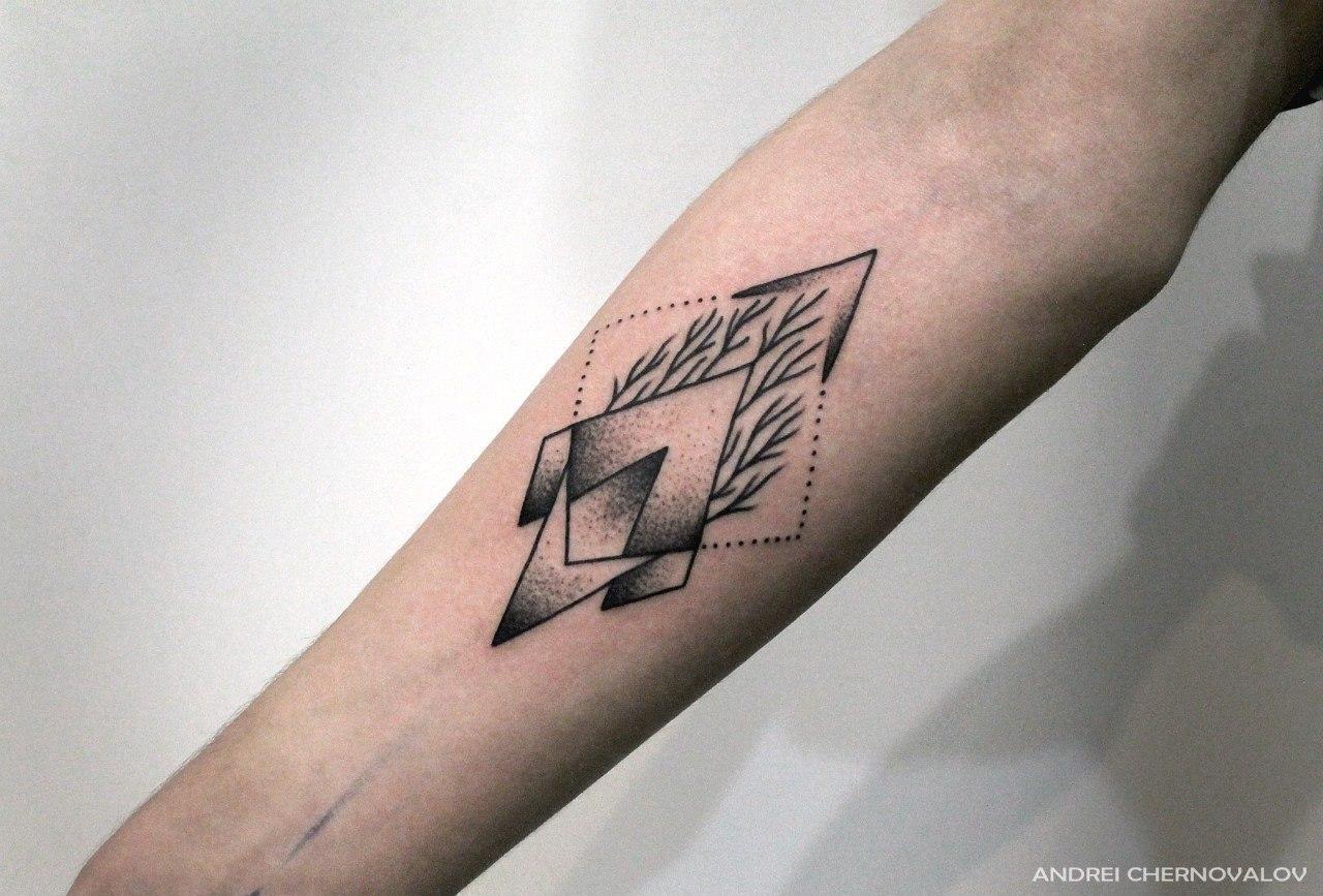 Художественная татуировка «Геометрия». Мастер Андрей Черновалов. По собственному дизайну. Расположение: предплечье. Время работы 1,5 часа.
