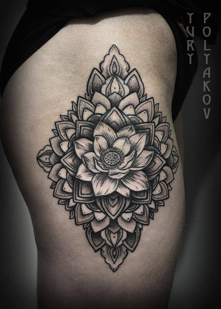 Художественная татуировка «Лотос в мандале» от Юрия Полякова
