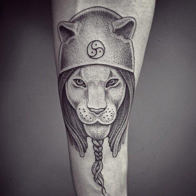 Художественная татуировка «Лев». Мастер —  Ксения Jokris.