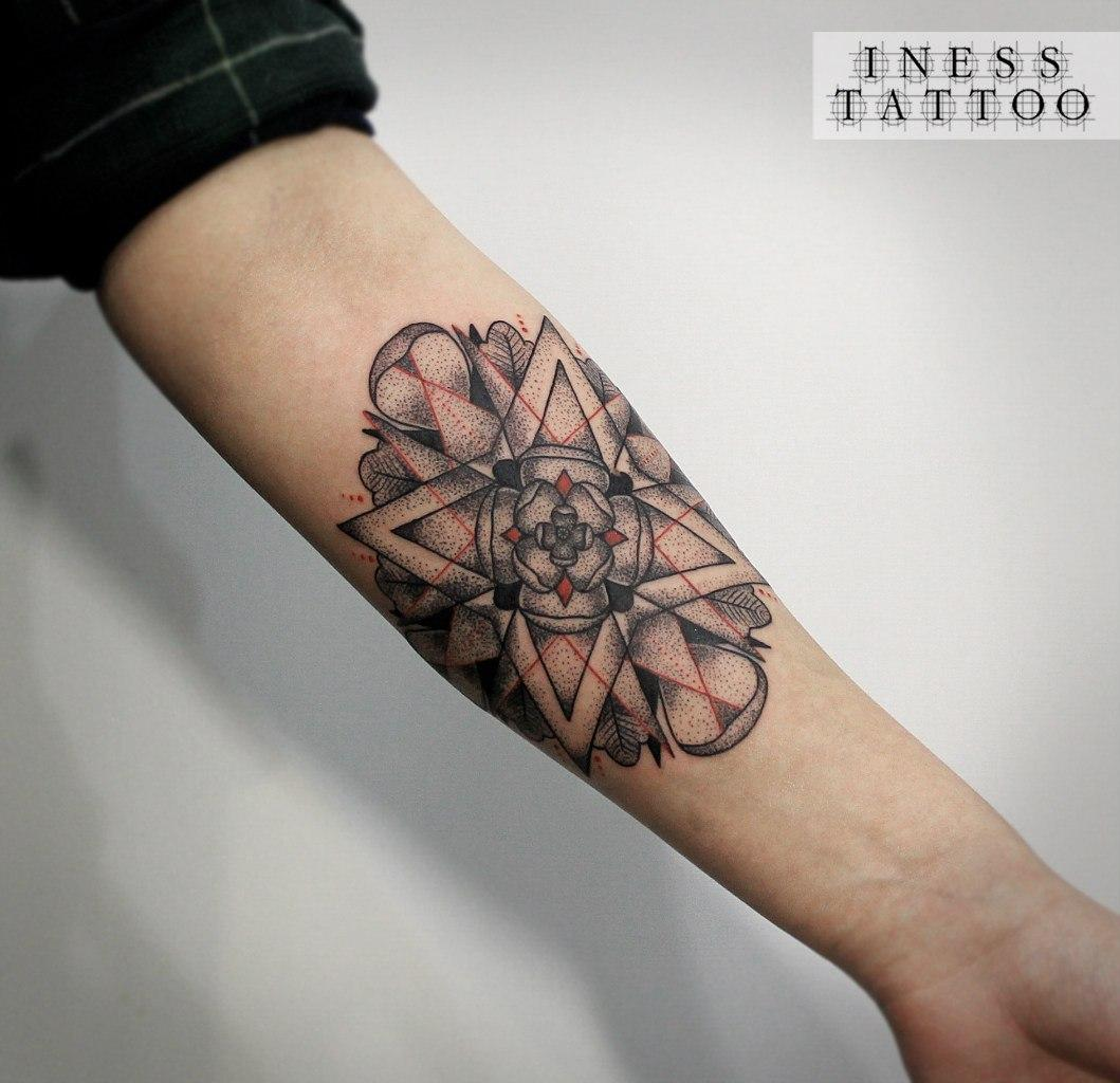 Художественная татуировка «Мандала». Мастер — Инесса Кефир. Расположение — предплечье. Время работы — 4 часа. По собственному эскизу.