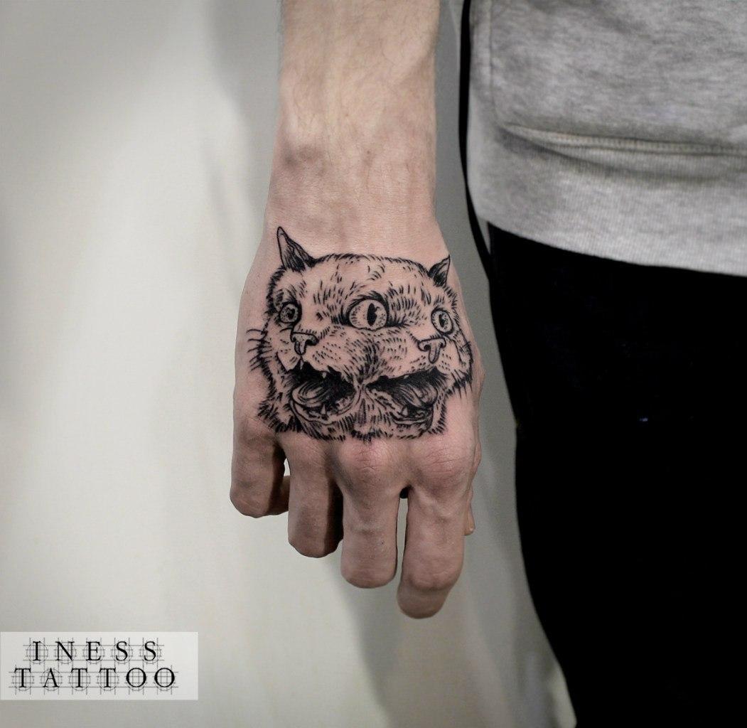 Художественная татуировка «Кот. Мастер — Инесса Кефир. Расположение — кисть. Время работы — 2,5 часа. По собственному эскизу.
