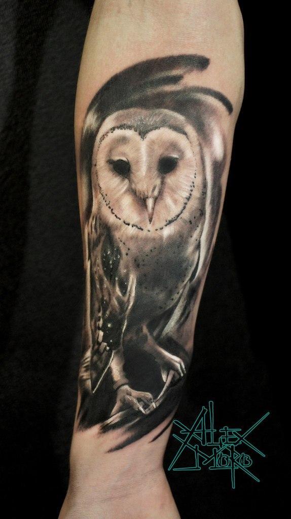 Художественная татуировка «Сова» от Александра Морозова