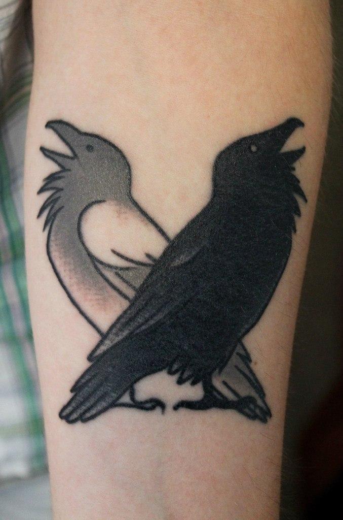 Художественная татуировка «Вороны». Мастер — Саша Новик.
