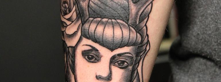 Художественная татуировка «Дама с рогами». Мастер Нияз Фахриев.