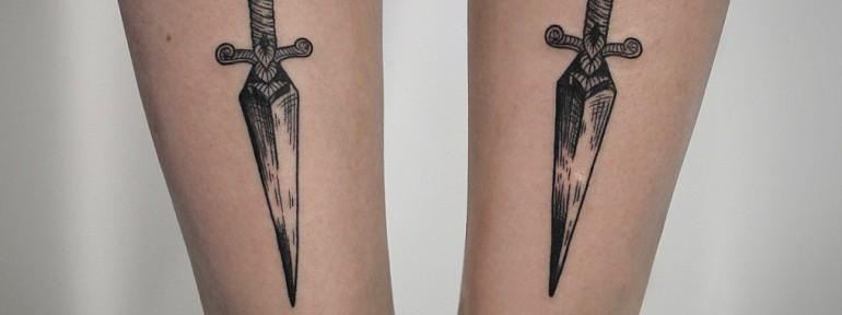 Художественная татуировка «Кинжалы». Мастер — Инесса Кефир