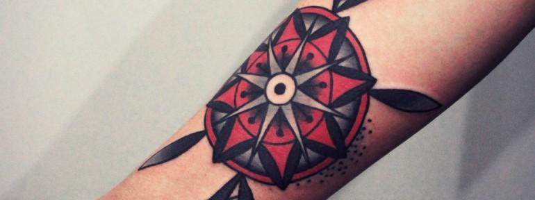 Художественная татуировка «Цветок». Мастер — Денис Марахин.