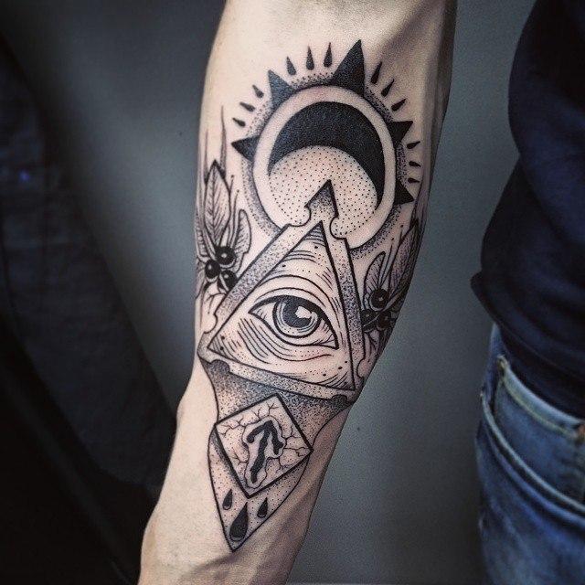 Художественная татуировка «Масонский глаз». Мастер Ксения Jokris.