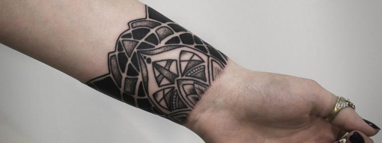 Художественная татуировка «Орнамент». Мастер — Инесса Кефир