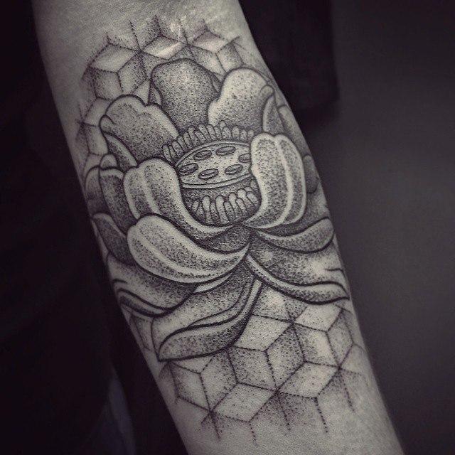 Художественная татуировка «Лотос». Мастер Ксения Jokris Соколова.