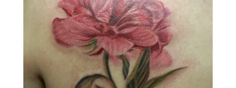 Художественная татуировка «Пион». Мастер Анастасия Енот.