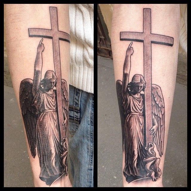 Художественная татуировка «Статуя ангела». Мастер Павел Заволока.