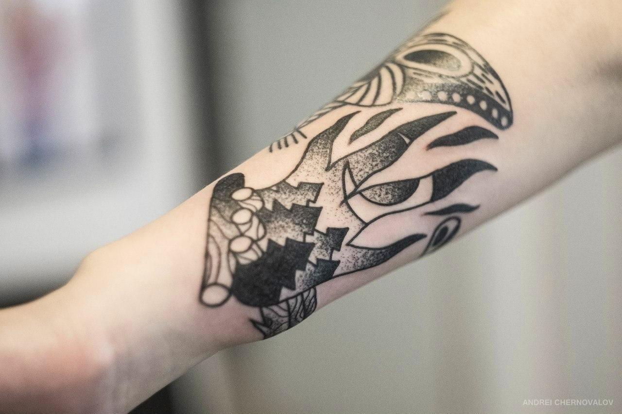 Художественная татуировка «Костер». Мастер — Андрей Черновалов. Расположение — предплечье. Время работы — 2,5 часа. По собственному эскизу.