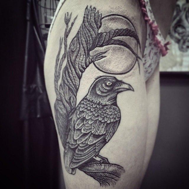 Художественная татуировка «Ворон». Мастер Ксения Jokris.