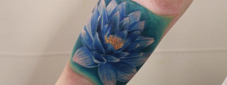 Художественная татуировка «Лотос». Мастер Анастасия Енот.