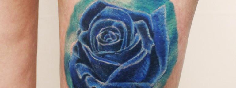 Художественная татуировка «Роза». Мастер Анастасия Енот.