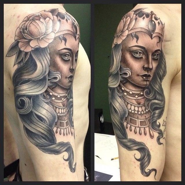 Художественная татуировка «Дама». Мастер Павел Заволока.