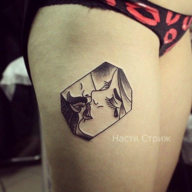 Художественная татуировка «Поцелуй». Мастер Настя Стриж.