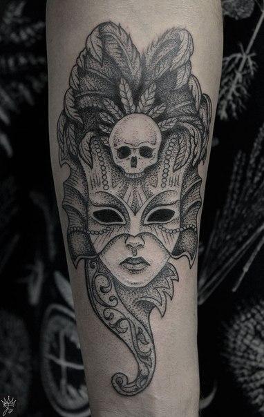 Художественная татуировка «Маска с черепом». Мастер Ксения Jokris.