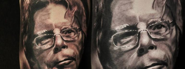 Художественная татуировка «Стивен Кинг» от Александра Морозова