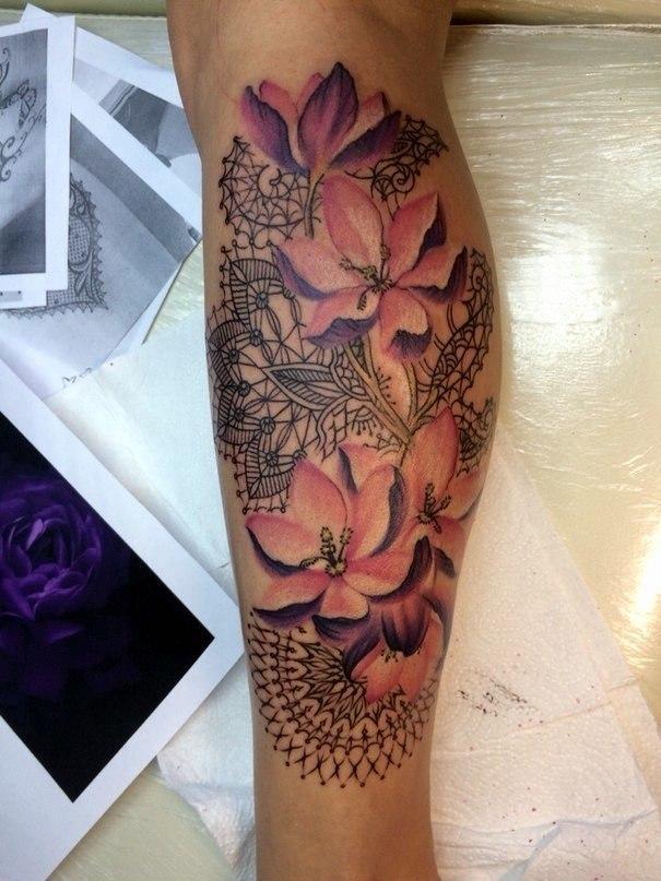 Художественная татуировка «Цветы». Мастер — Анна Корь