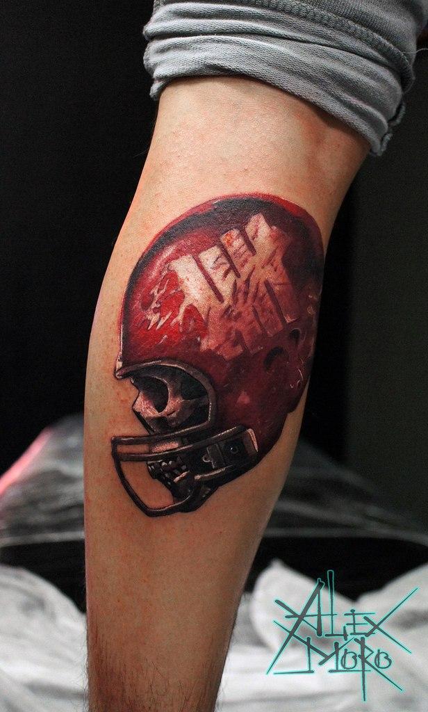 Художественная татуировка «Череп в каске» от Александра Морозова
