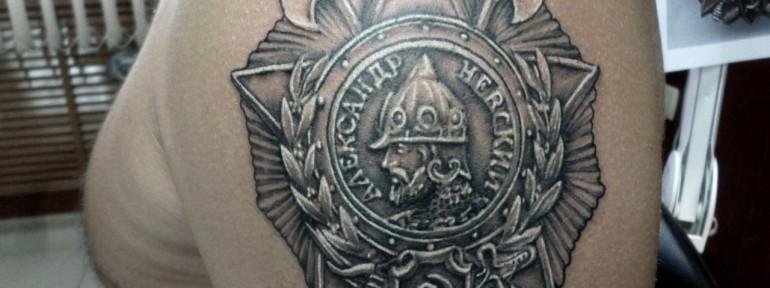 Художественная татуировка «Орден». Мастер — Анна Корь