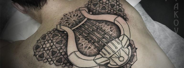 Художественная татуировка «Арфа» от Юрия Полякова