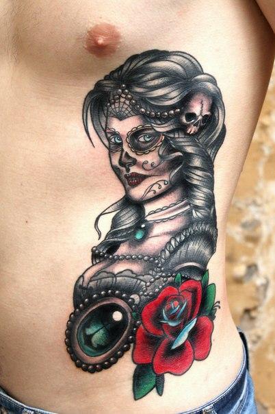 Художественная татуировка «Девушка-муэрто». Мастер Нияз Фахриев.