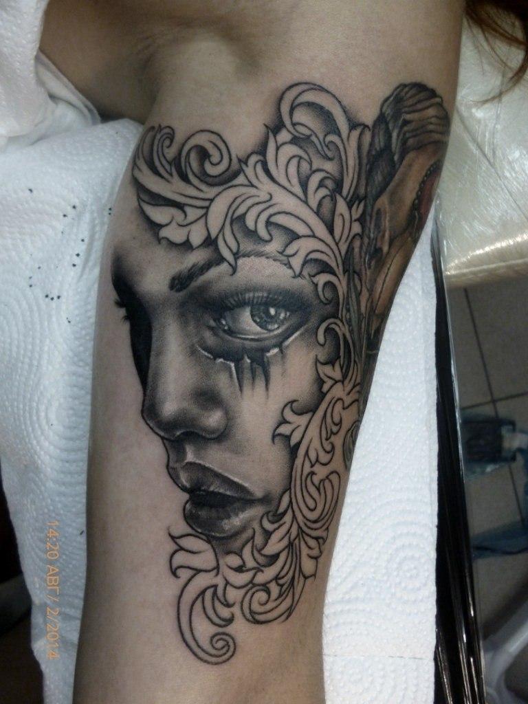 Художественная татуировка «Девушка». Мастер — Анна Корь
