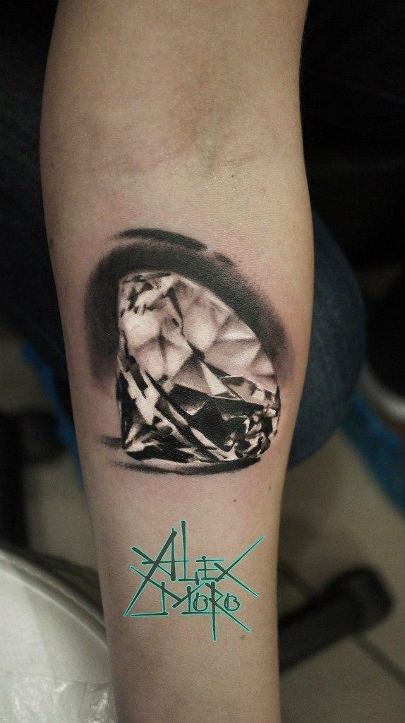 Художественная татуировка «Бриллиант» от Александра Морозова.