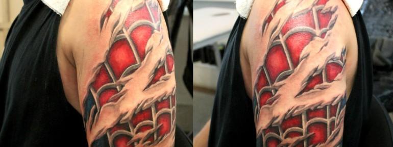 Художественная татуировка «Человек-паук». Мастер — Анна Корь