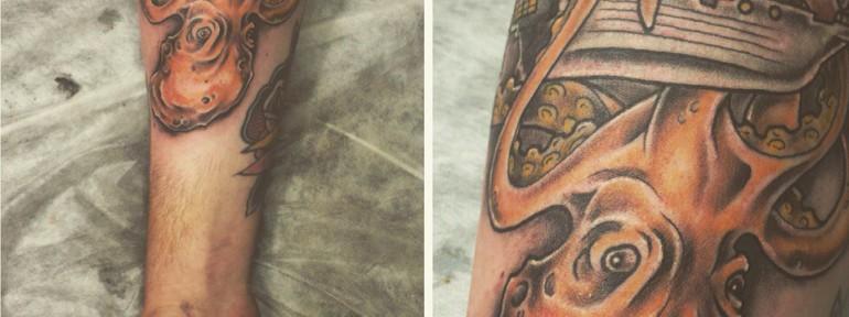 Художественная татуировка «Гигантский осьминог и пиратский корабль». Мастер Илья Берёза.