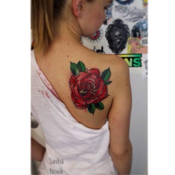 Художественная татуировка «Роза». Мастер — Саша Новик