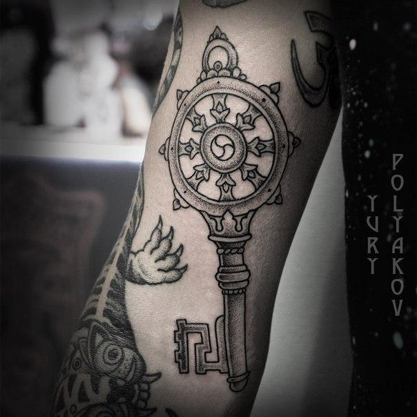 Художественная татуировка «ключ». От Юрия Полякова.