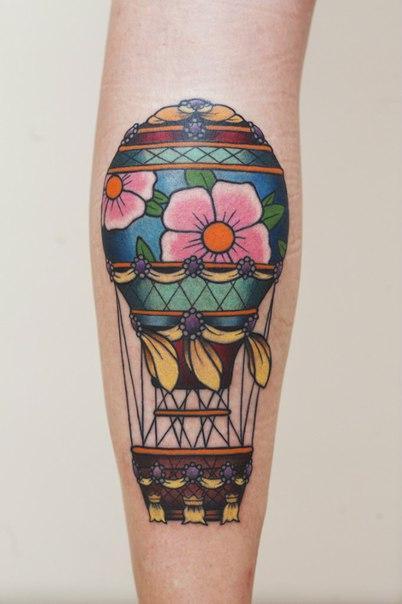 Художественная татуировка «Воздушный шар». Мастер Нияз Фахриев.