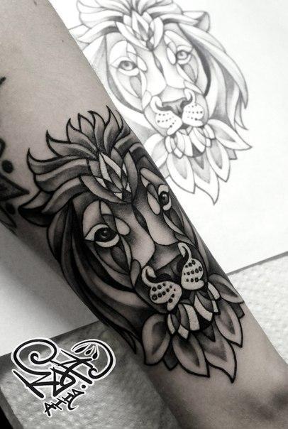 Художественная татуировка «Лев». Мастер — Анна Корь.