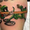 Художественная татуировка «Мультяшки». Мастер — Анна Корь. Расположение — плечо. Время работы — 2,5 часа. По собственному эскизу.