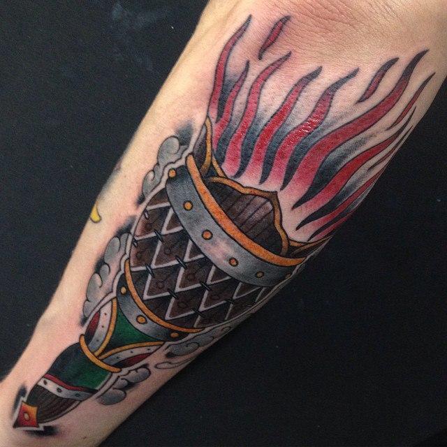 Художественная татуировка «Факел» от Данилы-Мастера