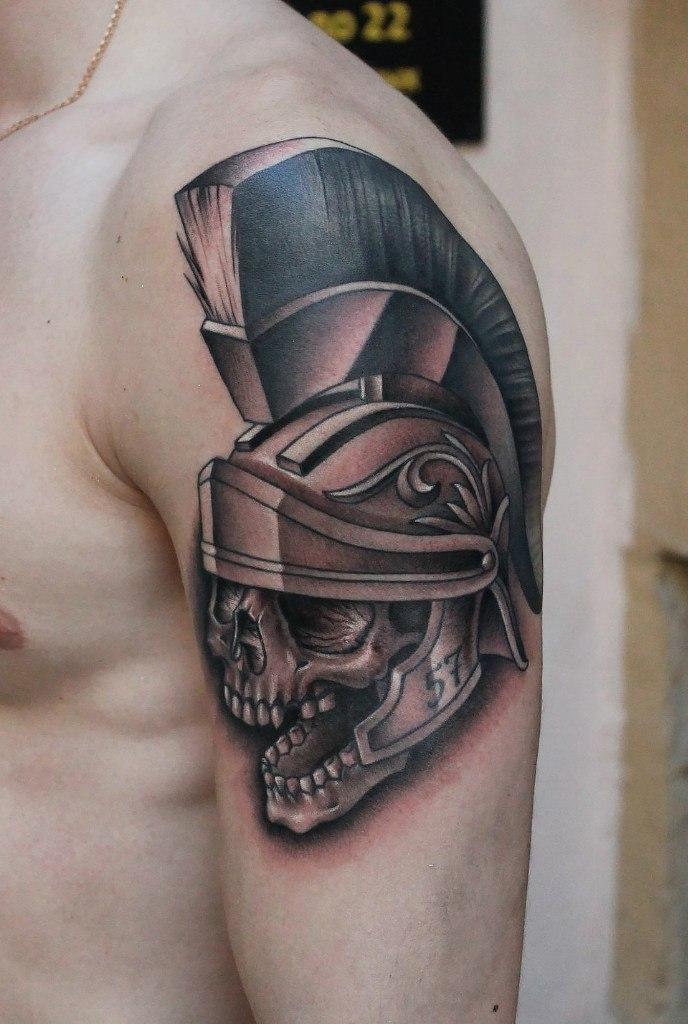 Художественная татуировка «Череп». Мастер Павел Заволока.