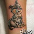 Художественная татуировка «Зайчик с часами». Мастер — Анна Корь. Расположение — запястье. Время работы — 1,5 часа.