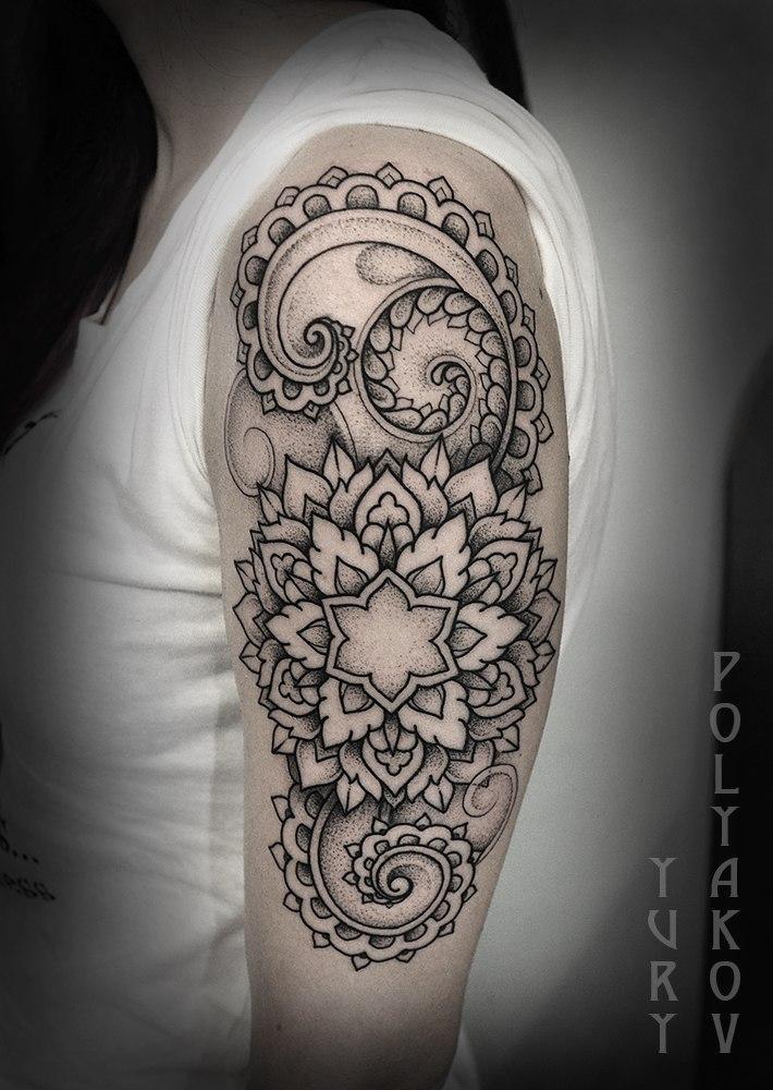 Художественная татуировка «Мандала с узорами» от Юрия Полякова