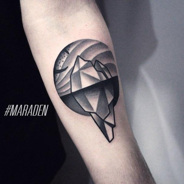 Художественная татуировка «Айсберг». Мастер — Денис Марахин.