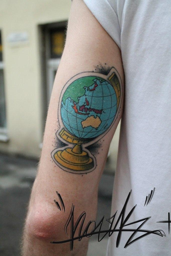 Художественная татуировка «Глобус». Мастер — Саша Новик