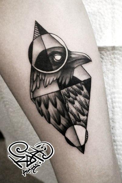 Художественная татуировка «Ворон». Мастер — Анна Корь.