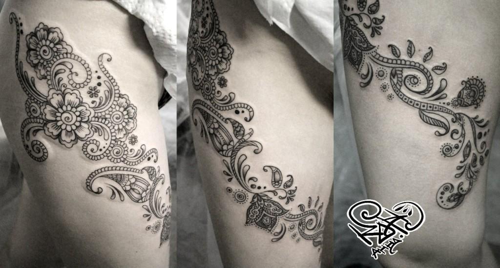Художественная татуировка «Узоры мехенди». Мастер — Анна Корь. Расположение — бедро. Время работы — 3 часа. По своему эскизу.