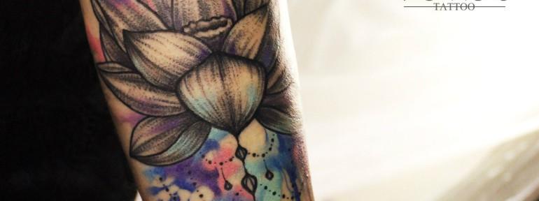 Художественная татуировка «Лотос». Мастер: Ян Енот.