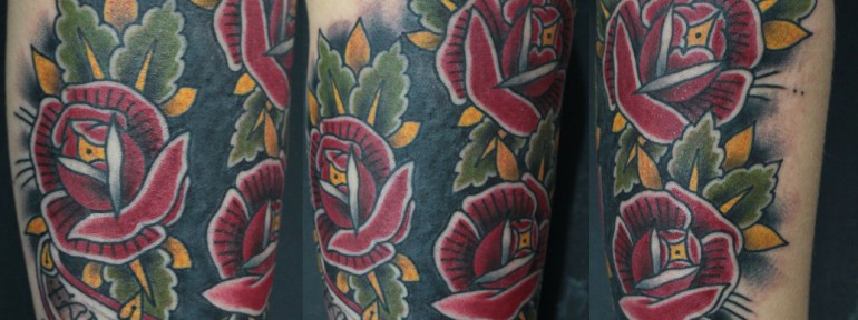 Перекрытие старой татуировки розами от Данилы-Мастера