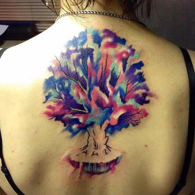 Художественная татуировка «Волшебное дерево». Мастер Ян Енот.