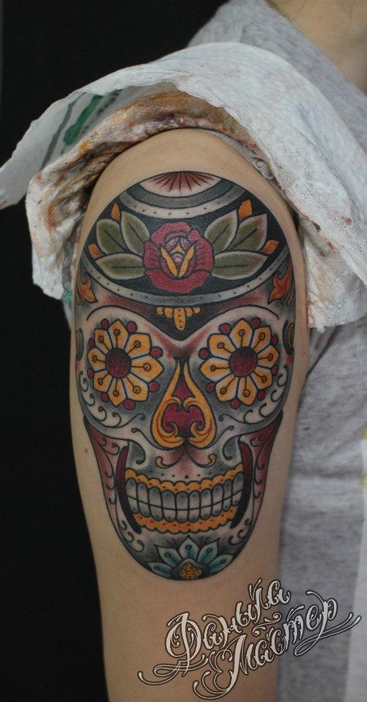 Художественная татуировка «Сахарный череп» от Данилы-Мастера